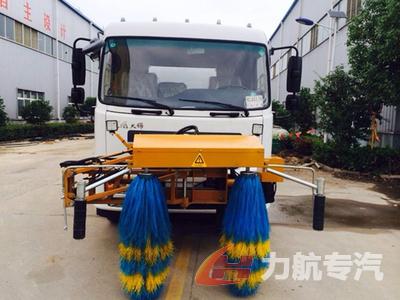 东风天锦高速护栏清洗车