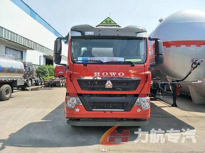 重汽豪沃后八轮15吨17吨油罐车