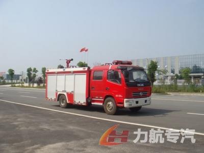 东风多利卡水罐消防车图片