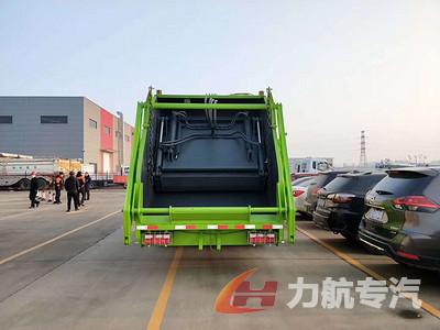 东风D9系列12方压缩垃圾车带摆臂图片