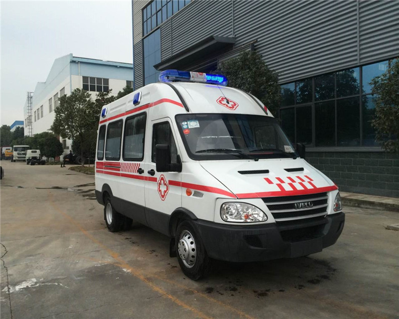 依维柯监护型救护车图片