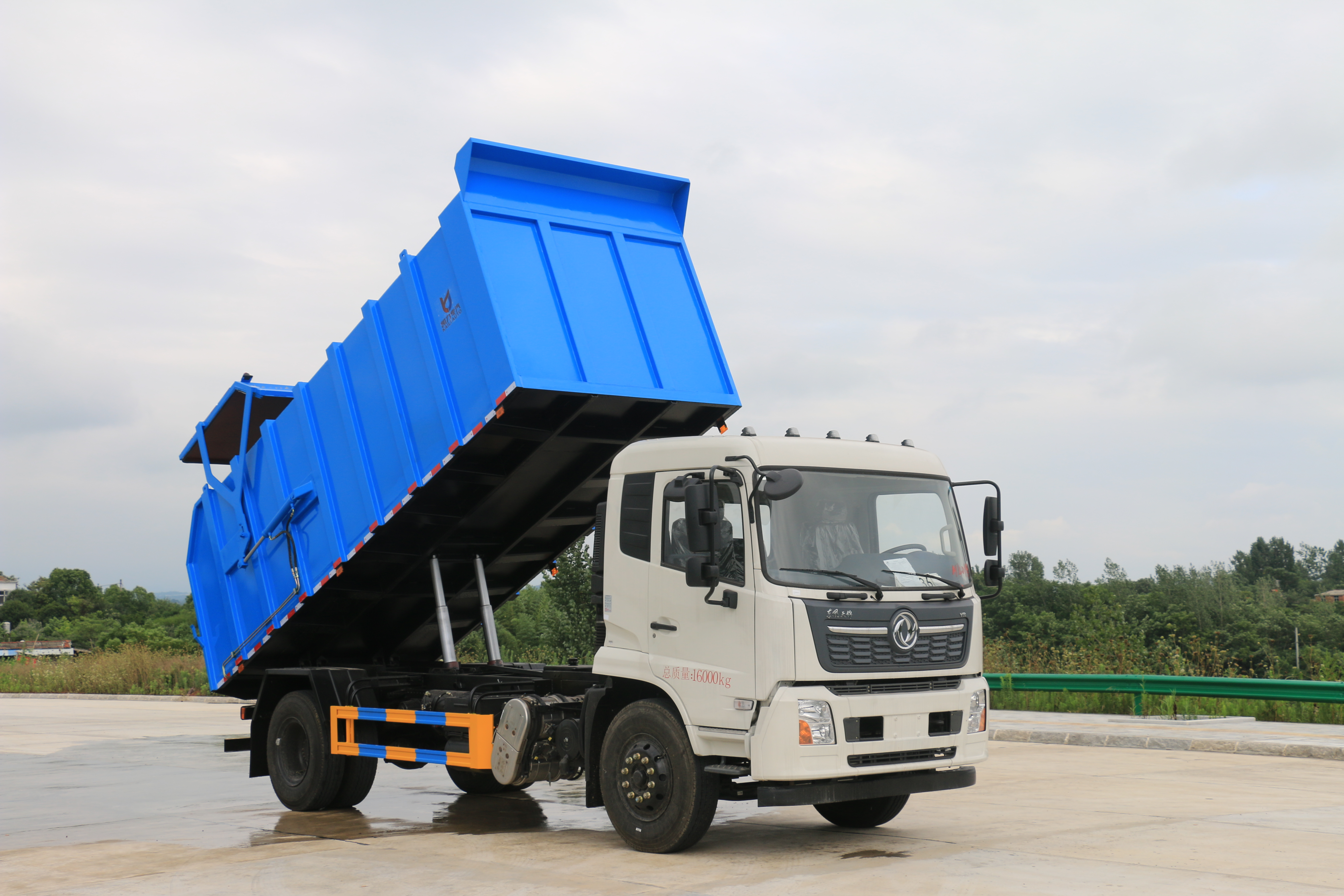 山西临汾市东风天锦15方压缩式对接垃圾车年中促销价格,有买有送